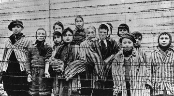 Prisioneiros do campo de Auschwitz - Getty Images