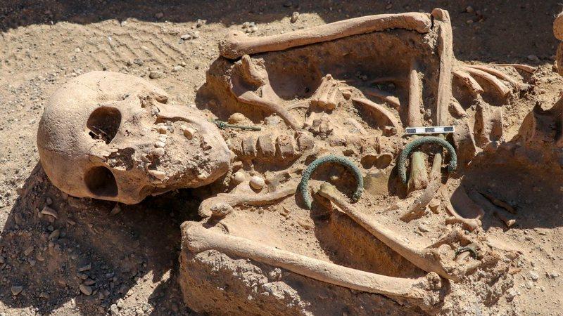 Aventuras na História · Esqueleto de mulher urartiana do século 9 a.C é  encontrado em castelo na Turquia