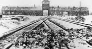 Entrada de trem de Auschwitz - Getty Images