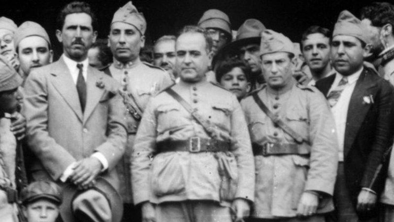 Getúlio Vargas (ao centro) com seguidores durante discurso em Itararé - SP