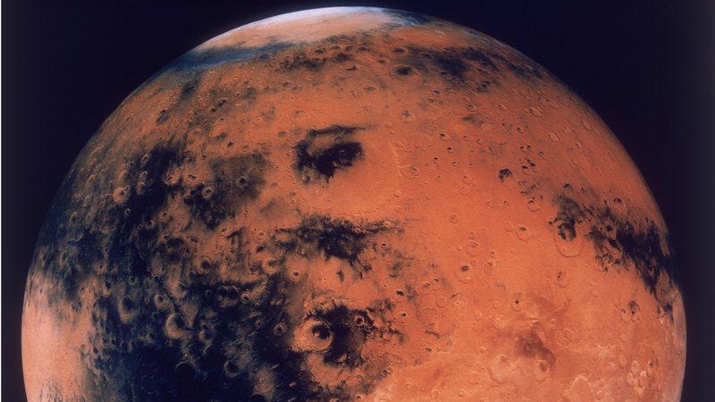 Marte pode ter tido água 700 milhões de anos antes do que pensado anteriormente