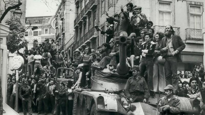 A Revolução dos Cravos pôs fim à ditadura em Portugal