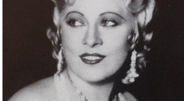 Mae West em 1932 - Wikimedia Commons