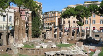 As ruínas do Largo di Torre Argentina - Wikimedia Commons