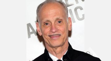 John Waters durante premiação - Wikimedia Commons