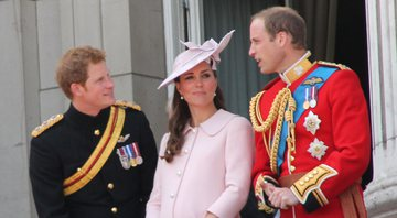 Fotografia de Harry, Kate e William, respectivamente - Wikimedia Commons