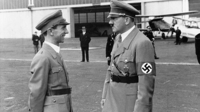 Joseph Goebbels em encontro com Adolf Hitler