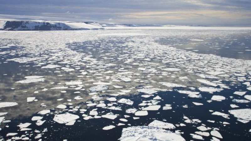 Cena mostra degelo no Ártico