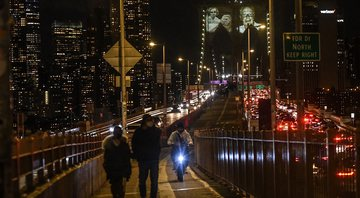 Homenagem feita na Ponte do Brooklyn - Getty Images