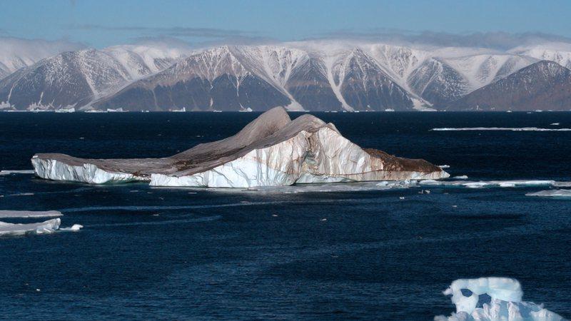 Imagem meramente ilustrativa de iceberg no Ártico