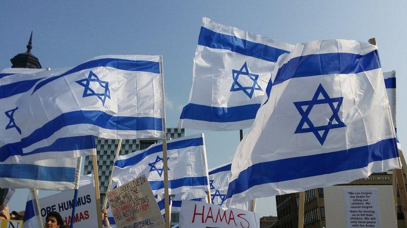 Bandeiras de Israel são hasteadas
