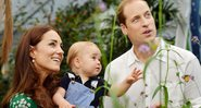 Fotografia de Kate Middleton, Príncipe William e o pequeno Príncipe George - Getty Images