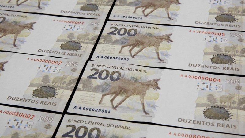 Fotografia das novas cédulas de 200 reais