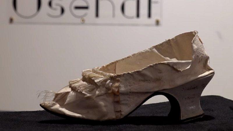 Sapato da rainha Maria Antonieta é leiloado por 282 mil na França