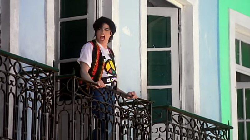 Michael Jackson na varanda do casarão