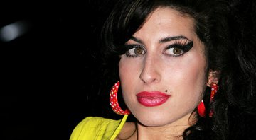 Amy Winehouse nos bastidores do Brit Awards, em 2007 - Getty Images