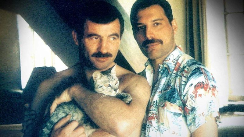 Foto presente na capa do livro Mercury and Me, de Jim Hutton.