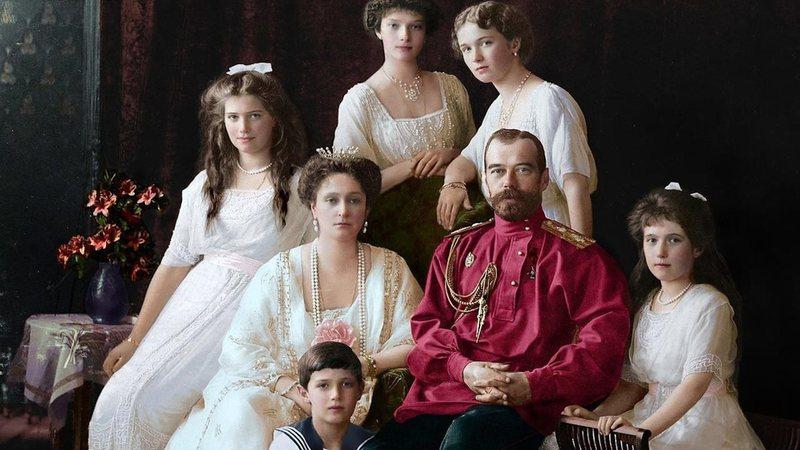Família imperial Romanov em imagem colorizada