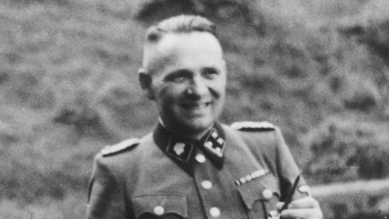 Fotografia de Rudolf Höss no campo de concentração