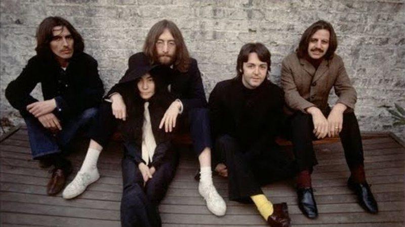 Yoko Ono acompanha os Beatles em ensaio fotográfico da banda