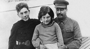 Vasily, Svetlana e Stalin (respectivamente) - Getty Images