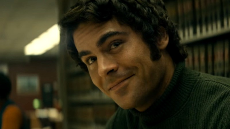 "Fotografia de Zac Efron interpretando Ted Bundy em filme ""A Irresistível Face do Mal"""
