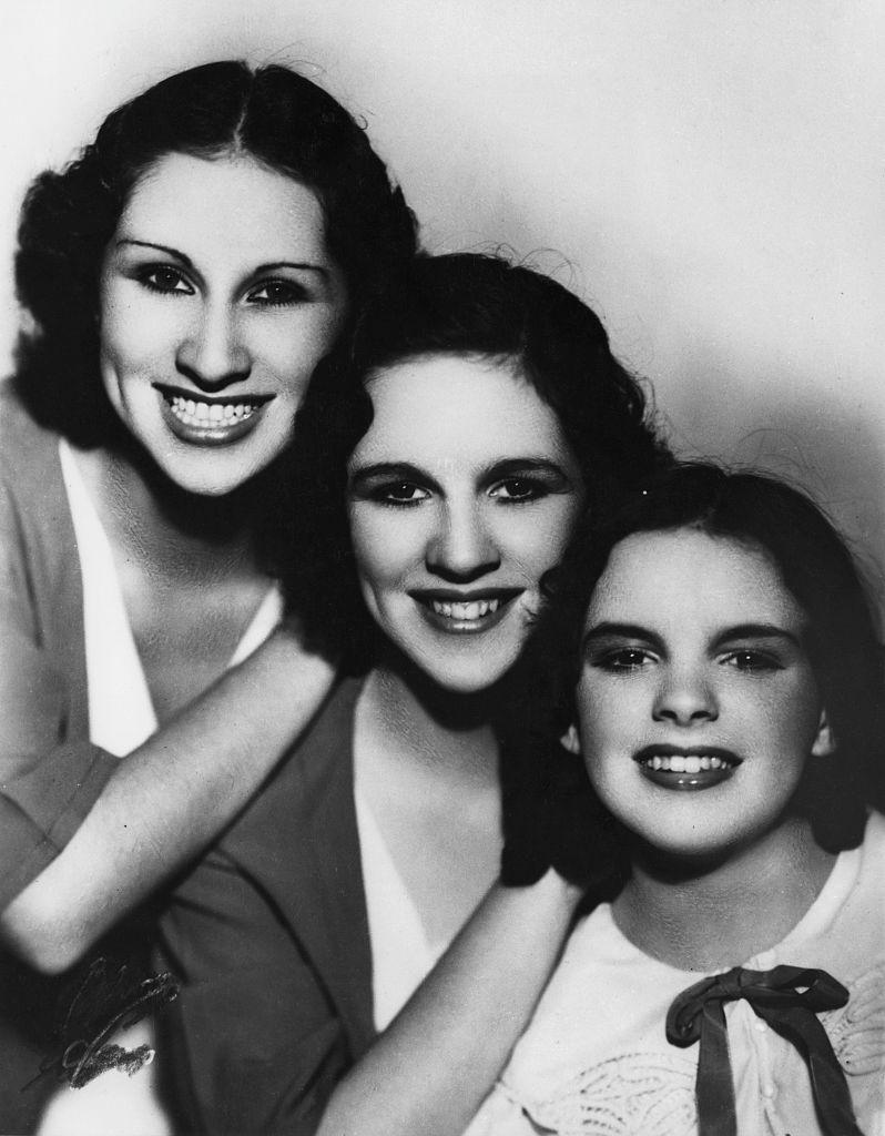 Aventuras Na Historia Por Tras Da Fantasia De Hollywood A Vida Infernal De Judy Garland