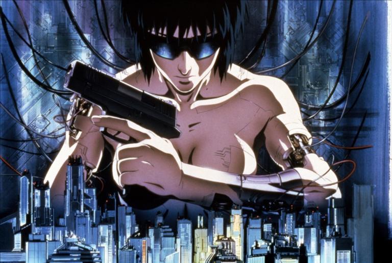 A policial ciborgue Motoko Kusanagi no pôster da série