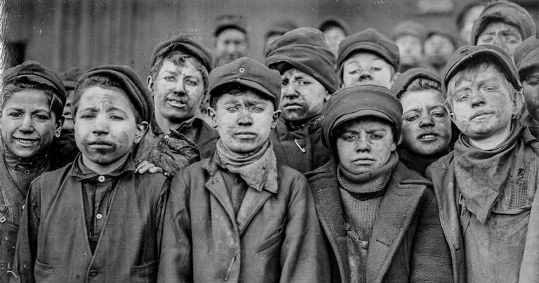 Crianças trabalhando numa mina de carvão, 1911