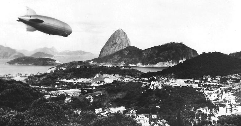 LZ 127 Graf Zeppelin sobrevoando o Rio de Janeiro