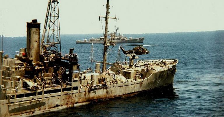 USS Liberty após o ataque