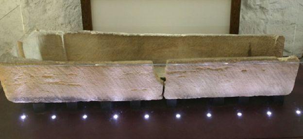 O caixão danificado