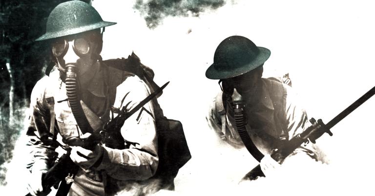 Soldados usando máscaras de gás
