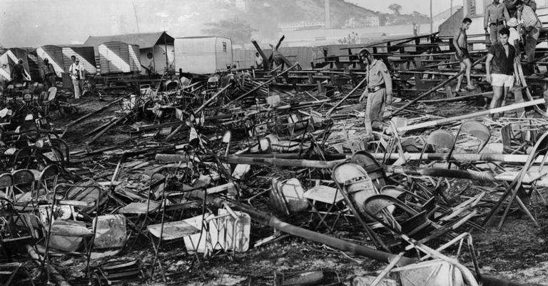 Os destroços após o grande incêndio | <i>Crédito: Reprodução / Arquivo Nacional