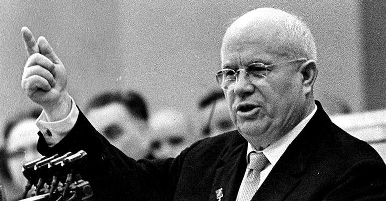 Khrushchev denunciou crimes de Stalin