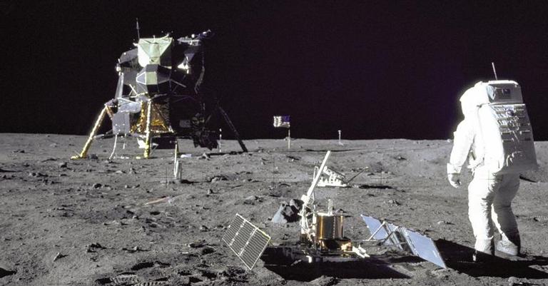 Missões Apollo deixaram objetos na Lua entre 1969 e 1972