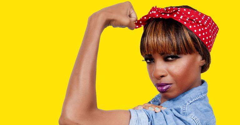 Modelo em pose de Rosie, a Rebitadora, um símbolo feminista não intencional
