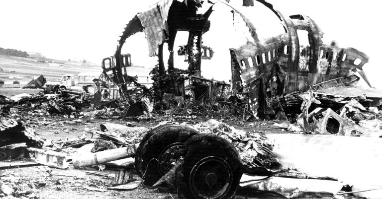 Os destroços de uma das aeronaves