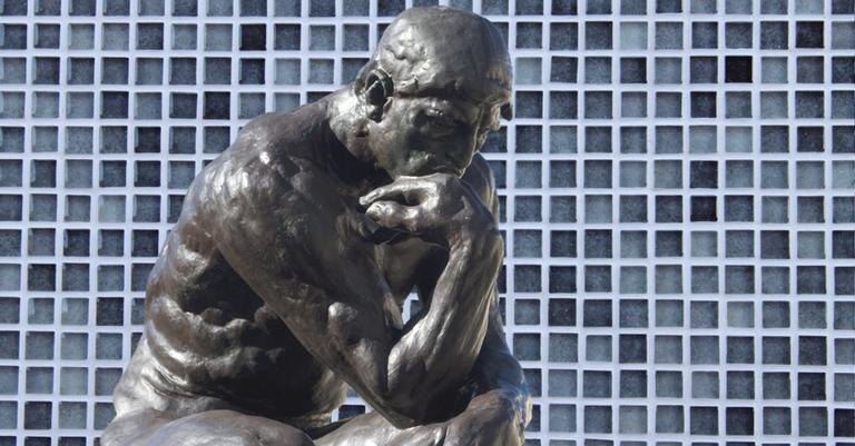 O Pensador, de Rodin, numa pose familiar