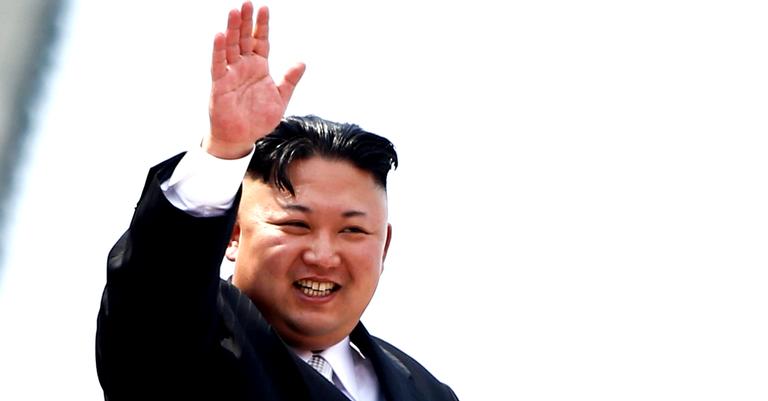 Kim Jong-un numa parada em Pyongyang