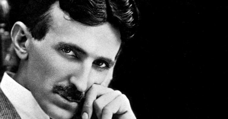 Nikola Tesla em seu laboratório