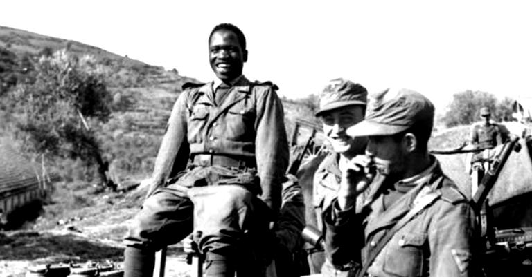 Voluntário nigeriano com o uniforme da Wehrmacht