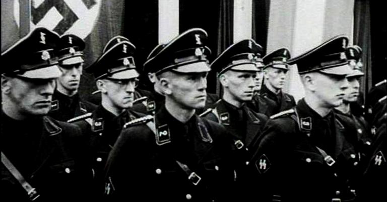 Oficiais da Gestapo, que também eram parte das SS