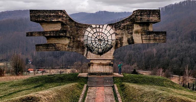 Construções com características futuristas são símbolos do regime comunista na antiga Iugoslávia