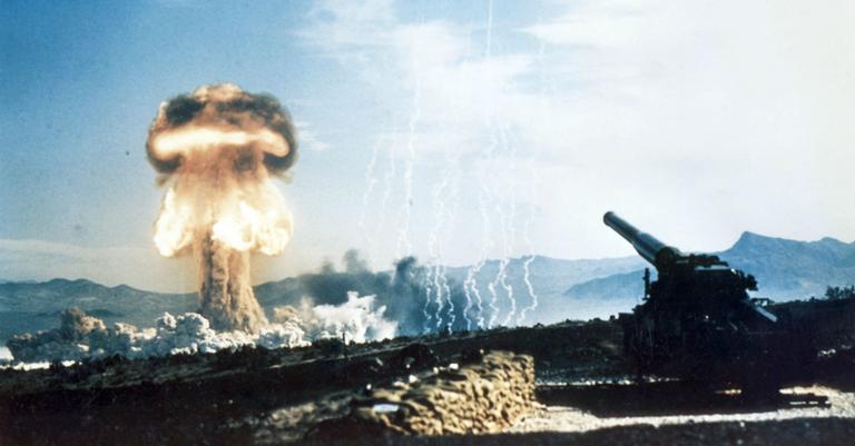Teste realizado em 1953, com o canhão M65 e a bomba nuclear W9