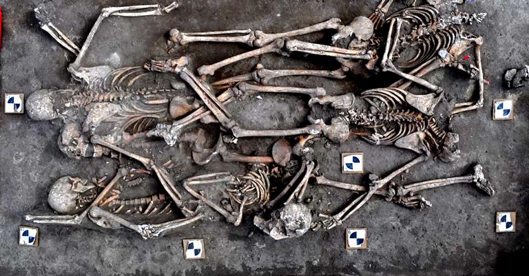 Alguns dos corpos encontrados
