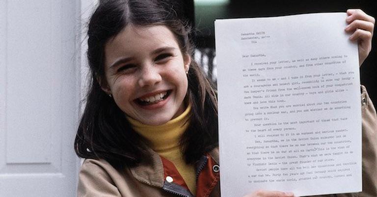 Samantha recebeu uma resposta escrita pelo próprio Yuri Andropov