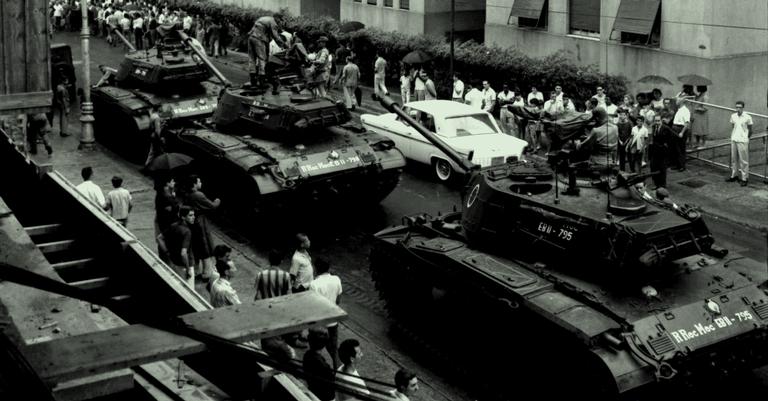 Tanques tomam as ruas em abril de 1964