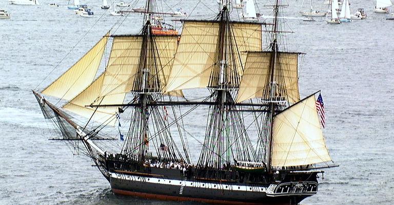 Ol Ironsiders, um fragata da Marinha dos EUA, do século 19. Está aberto para visitação em público em Massachusetts