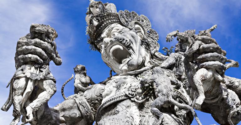 Kumbhakarna foi derrotado por Rama, seu irmão Lakshmana, e os deuses macacos